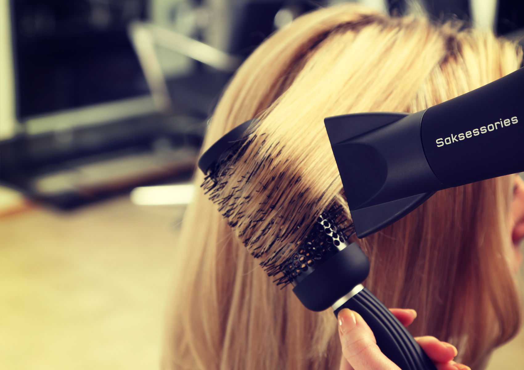 Stying hair with hairdryer and round brush