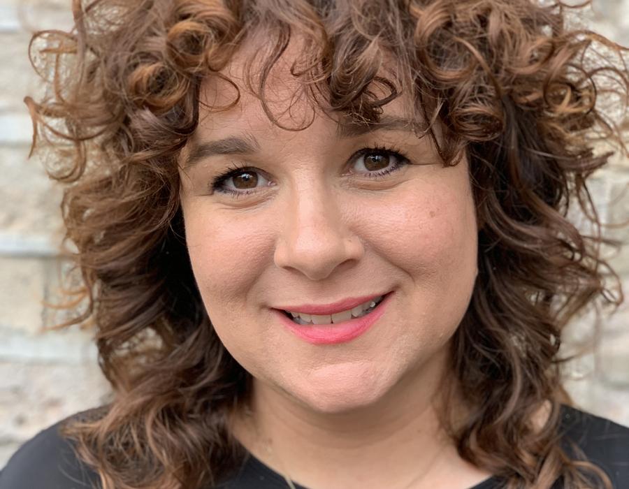 Clare Murphy of Saks Art Team